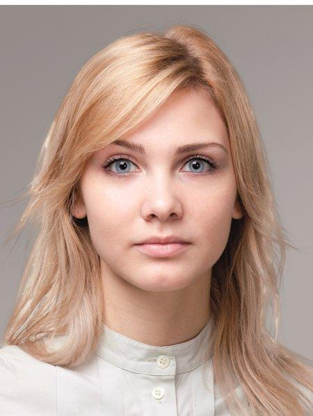 Pasfoto voorbeeld - geschikt en aangepast voor visum of buitenlandse ID - bij Alex Roden en Bij Alex Marum